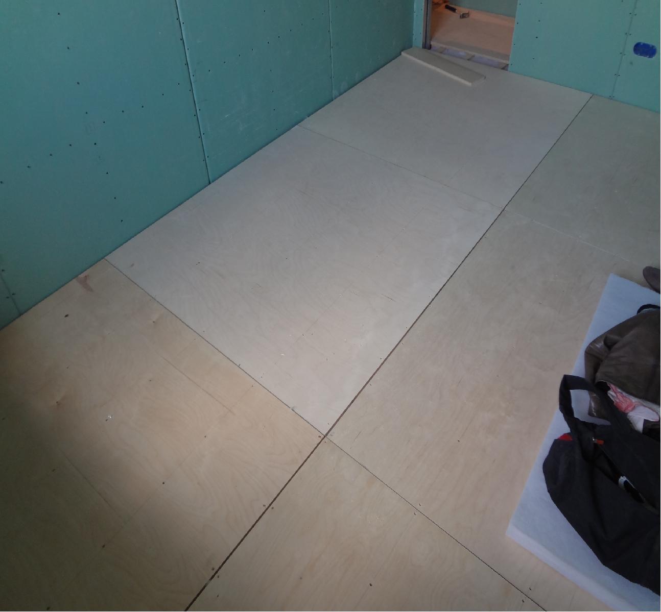 Звукоизоляция пола в квартире под линолеум своими руками